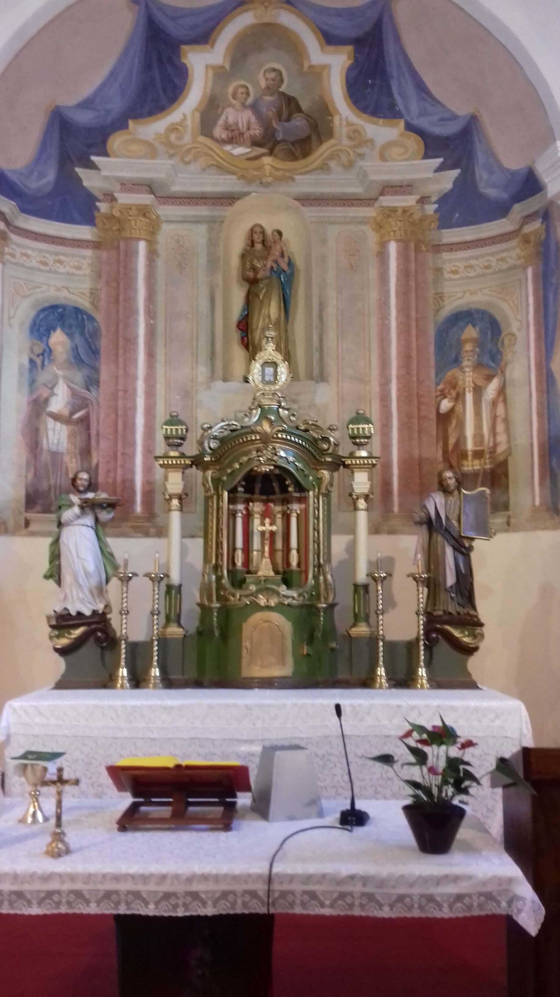 Župna crkva Oltar